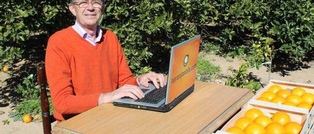 Federico Aparici, el propietario del negocio pionero de venta de naranjas por internet «Naranjas Lola», en una imagen de archivo.