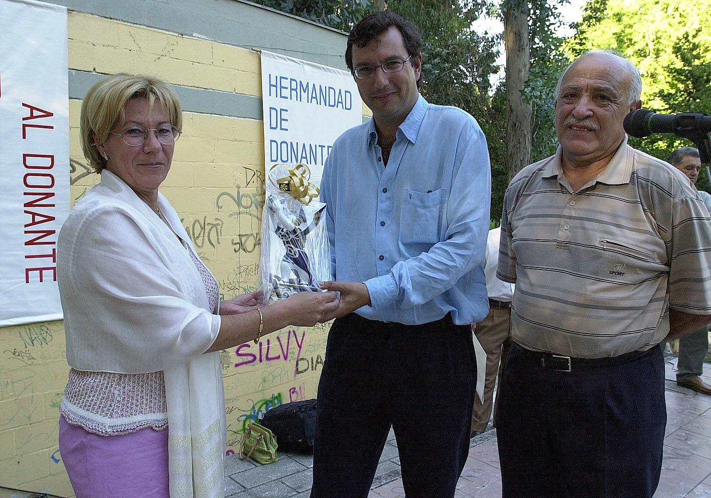 Isaura Abelairas en 2001 en la Fiesta Anual de la Hermandad de donantes de Vigo. Cameselle.jpg