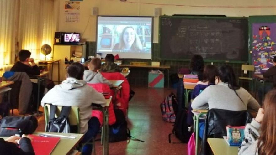 Alumnos del CEIP Las Eras charlan con la escritora Ana Campoy