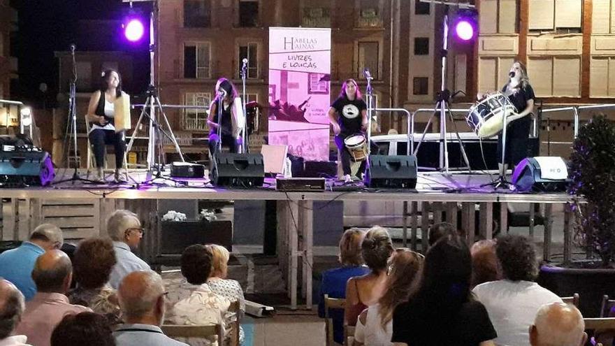 La música de raíz gallega llega a la Plaza de la Madera con Habelas Hainas