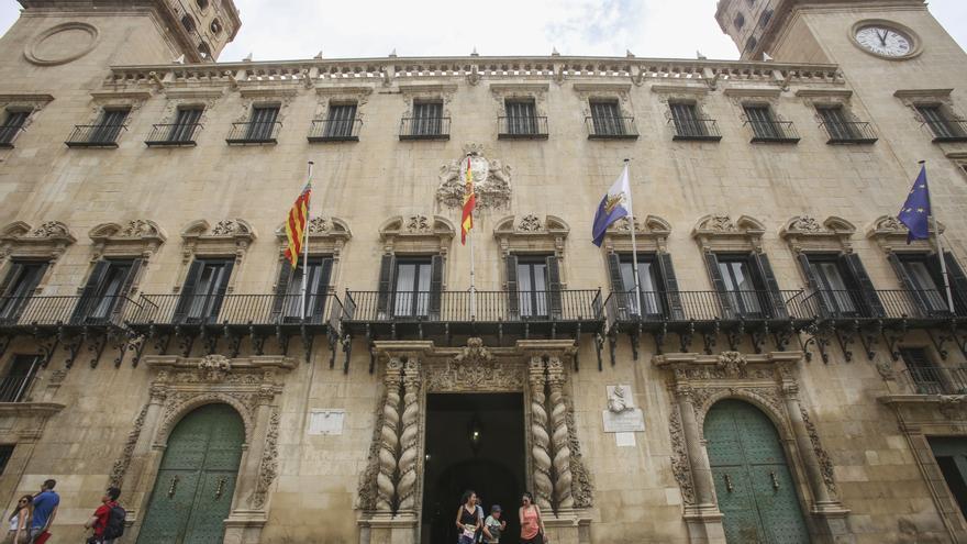 El Ayuntamiento de Alicante duplica el teletrabajo por la tercera ola de la pandemia