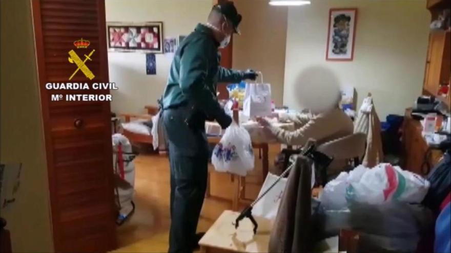 La Guàrdia Civil lliura medicaments a un malalt, a casa seva a Solsona