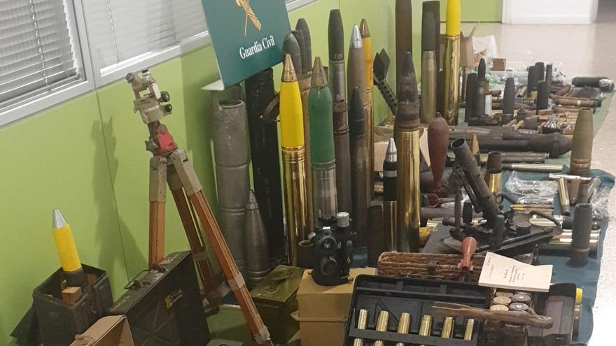 Dos detinguts per portar armes de guerra i munició en una furgoneta a la Jonquera