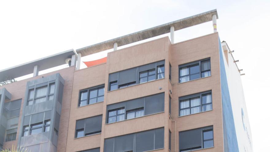 La Generalitat comprará dos viviendas por un euro y otra por 29 para alquiler social