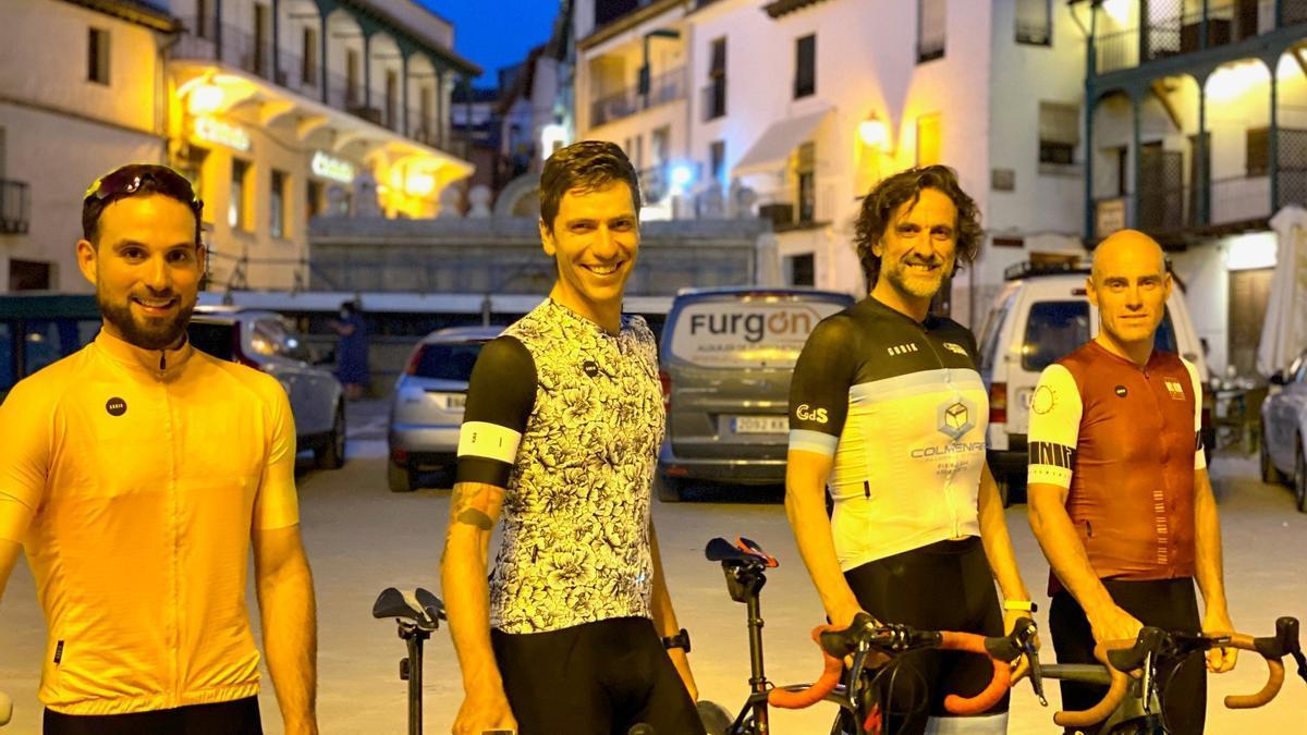Los ciclistas del reto solidario que cubrirán el mismo día la etapa Madrid-Elda.