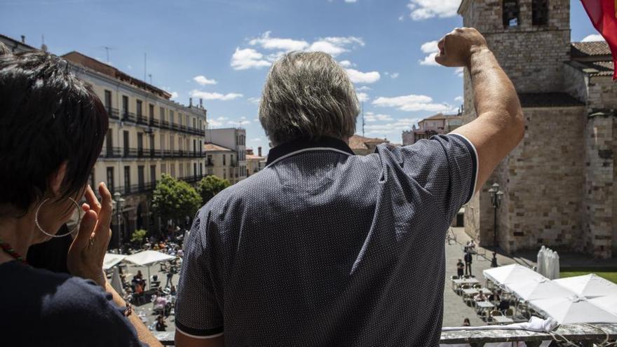 """Macías llama """"comunista"""" a Guarido y este le contesta: """"Es un orgullo y usted un joseantoniano"""""""