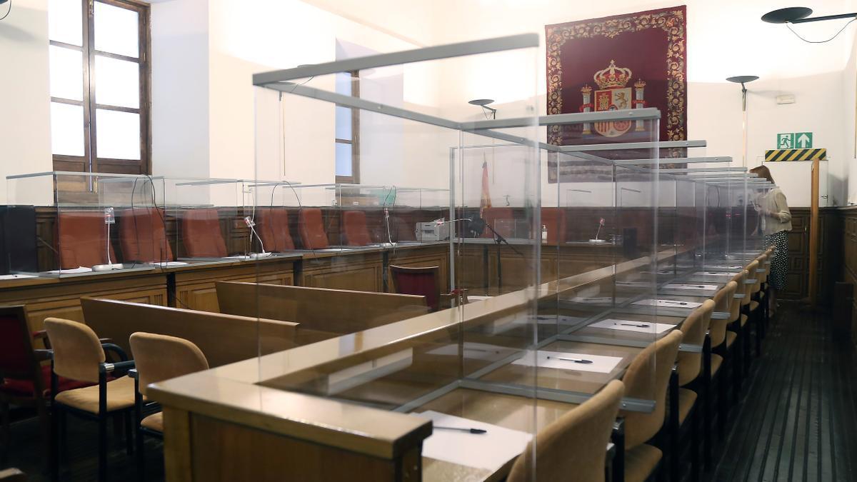 Una de las salas de la Audiencia de Granada