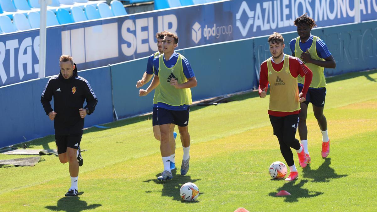 Baselga, el guardameta Acín y Bikoro en una sesión de entrenamiento.