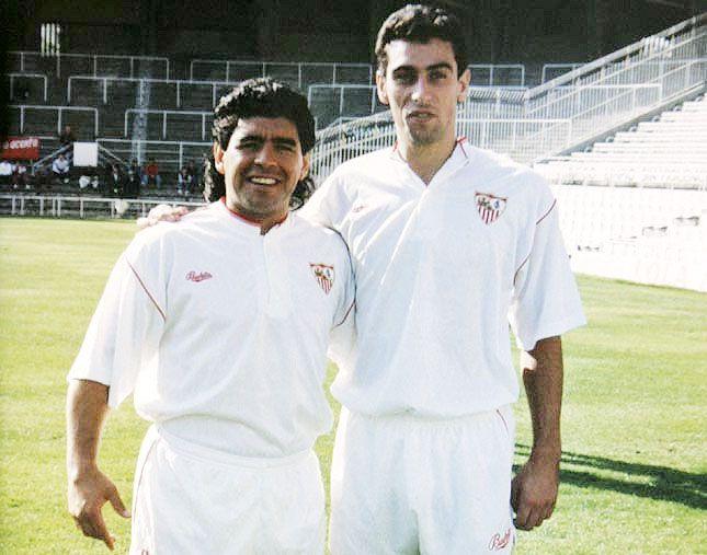 Maradona con el asturiano Monchu en el Sevilla.jpg