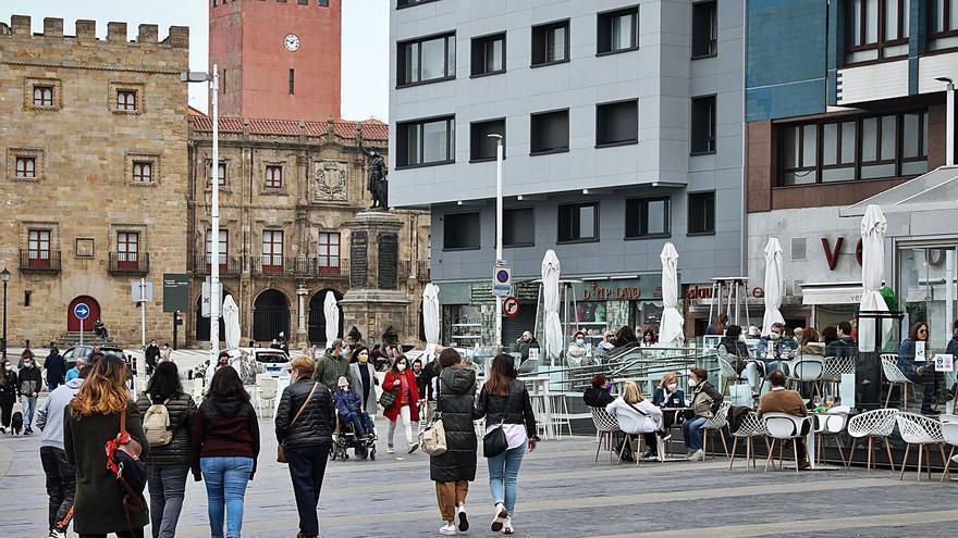 """El coste del """"falso llano"""" de la curva del covid en Asturias: la mitad de muertes y el 30% menos de contagios"""