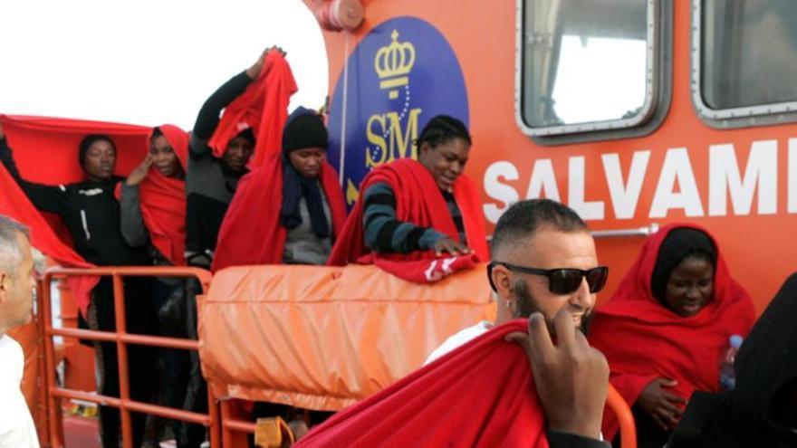 Casi 400 inmigrantes rescatados en aguas españolas desde el jueves