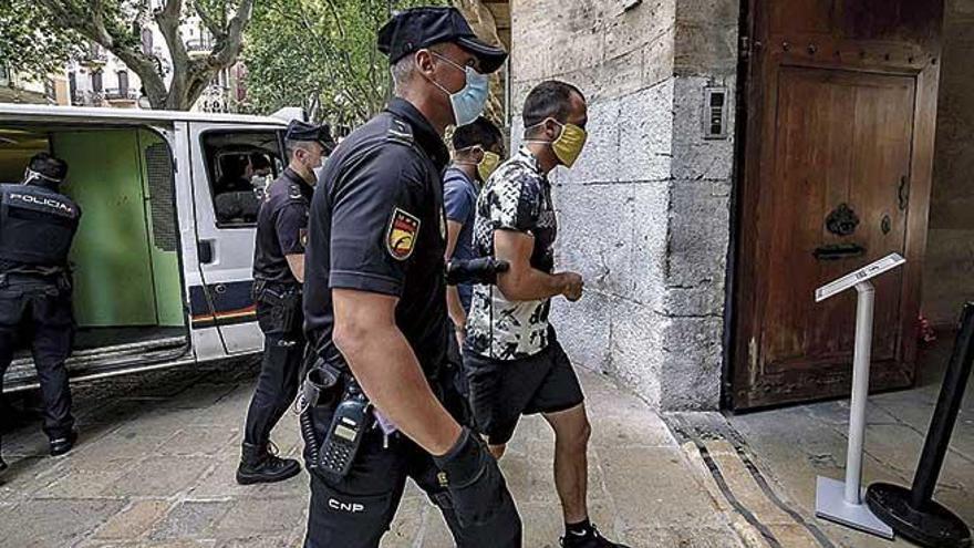 Cuatro acusados aceptan 22 años de cárcel por desvalijar once chalés