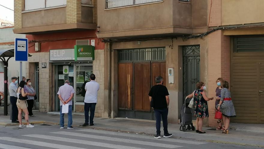 Colas en Castellón para resolver dudas por la nueva tarifa eléctrica