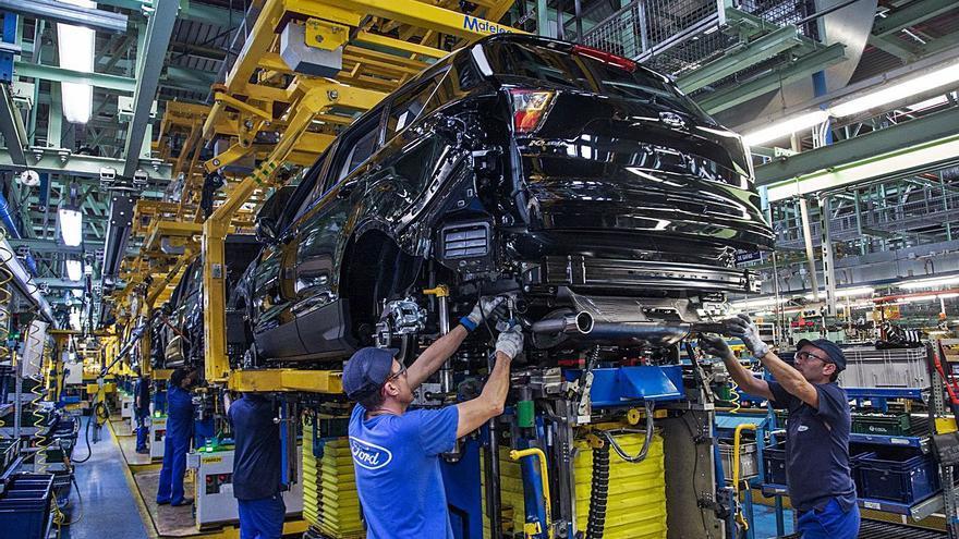 Ford fabricará coches con menos extras electrónicos para paliar la escasez de chips