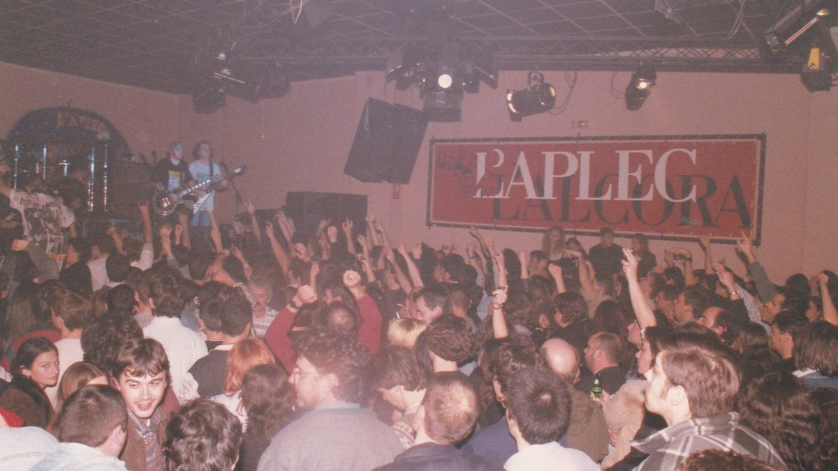 La icónica banda de rock Barón Rojo actuó en la discoteca L'Aplec, en l'Alcora, el 13 de diciembre de 1997.
