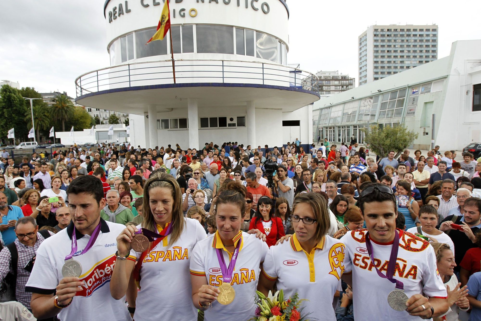 Recepción en Vigo a los olímpicos gallegos tras los Juegos de Londres 2012. Portela posa junto a David Cal, Gómez Noya, Begoña Fernández y Támara Echegoyen.