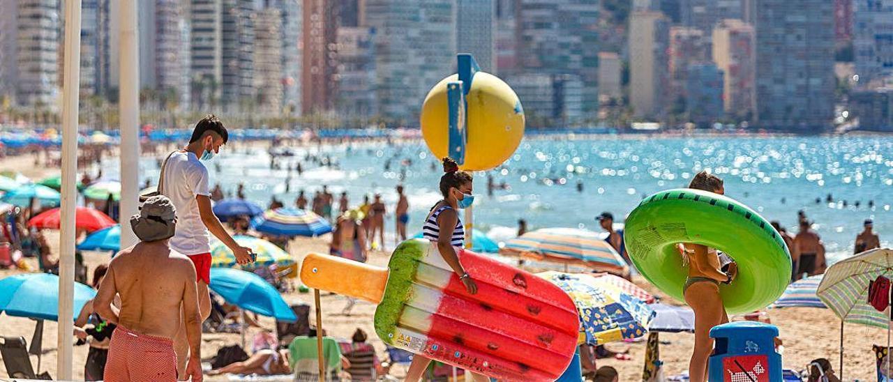 Uno de los pilares de la campaña promocional de Benidorm es la seguridad en las playas para frenar la expansión del covid-19.