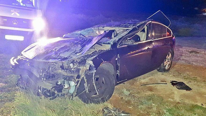 Un pontevedrés muere ante su hijo menor tras un violento accidente de coche en A Illa