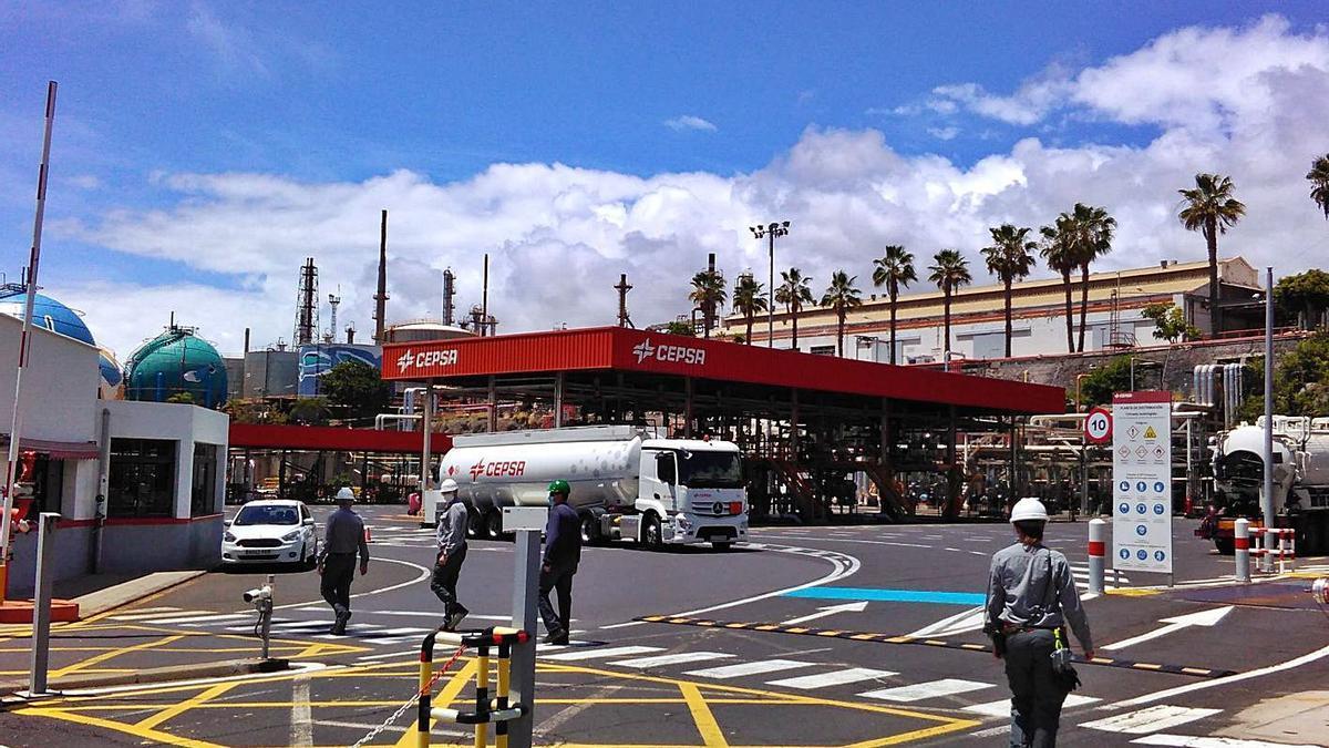 Una gasolinera de Cepsa en la capital tinerfeña. | | E. D.