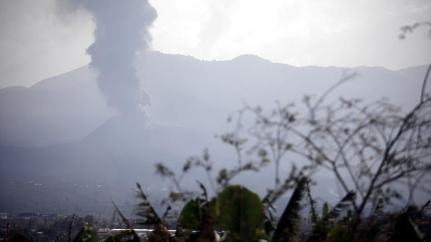 La lava està entre 800 i 1.000 metres del mar sense seguretat que arribi