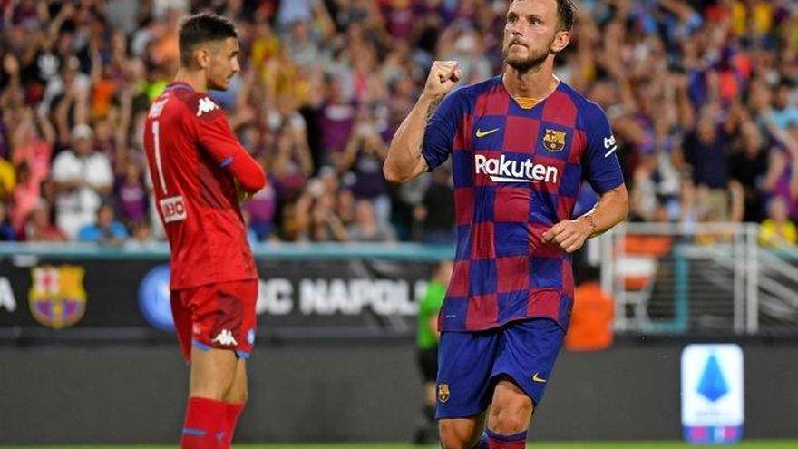 El Barça derrota al Nápoles 2-1 en un partido de escasos atractivos