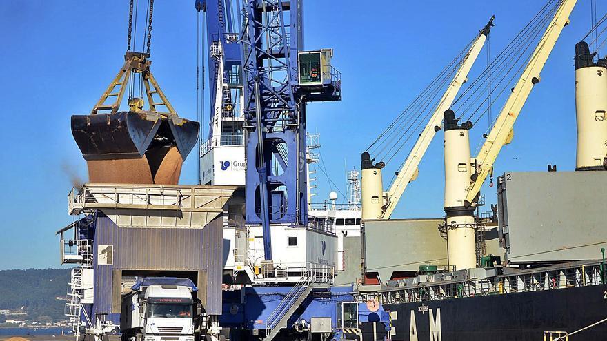 Los graneles sólidos permiten al Puerto capear la caída de tráficos por el COVID-19