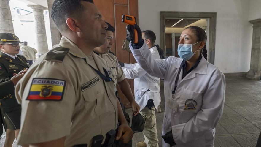 Ecuador deja importar vacunas anticovid a municipios y empresas privadas