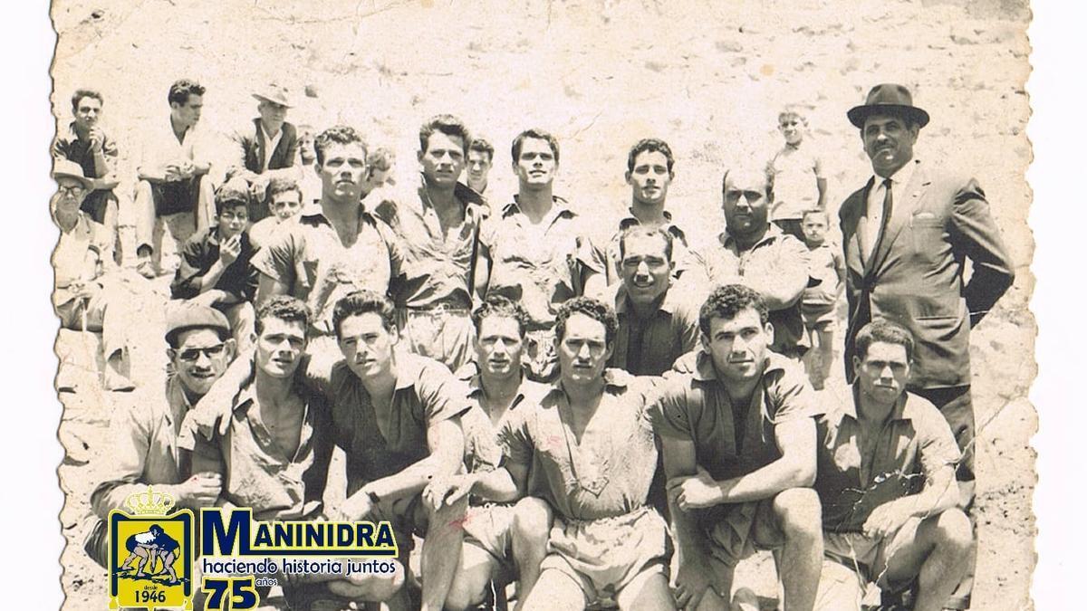 Una formación de las tantas del Maninidra en sus primeros años. En la foto, el segundo presidente, Manuel Sánchez de (1947 a 1953 y de 1957 a 1959)