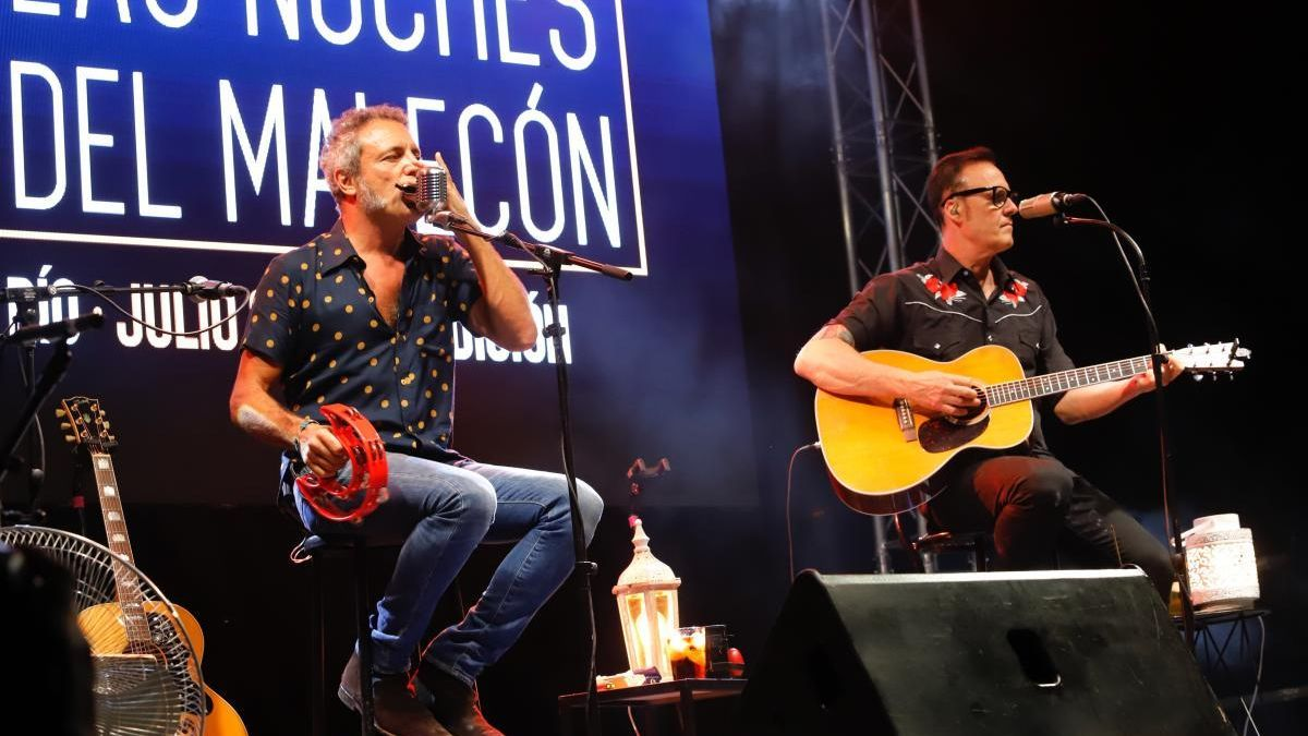 Carlos Tarque y Ricardo Ruipérez, el miércoles en su concierto de Las Noches del Malecón. juan carlos caval