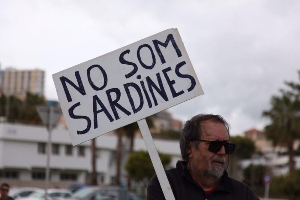 Protestas para recibir al crucero 'Symphony of the Seas'
