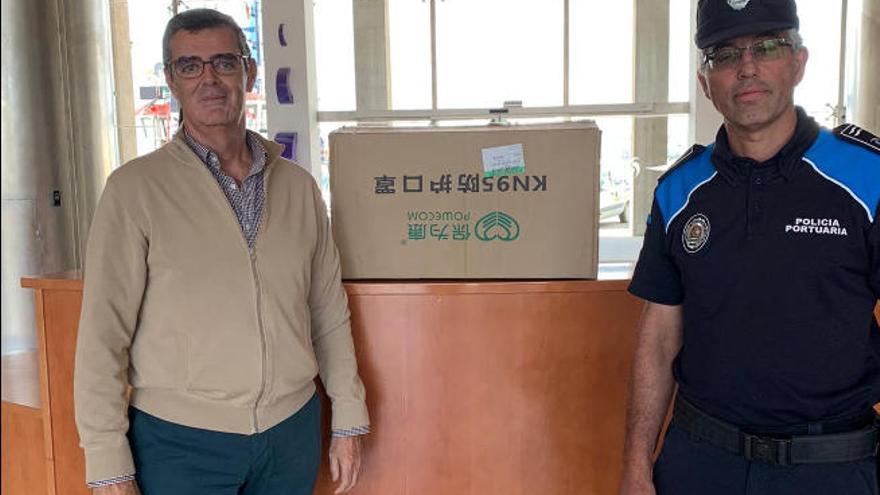 El Puerto distribuye mascarillas entre los trabajadores que garantizan el abastecimiento