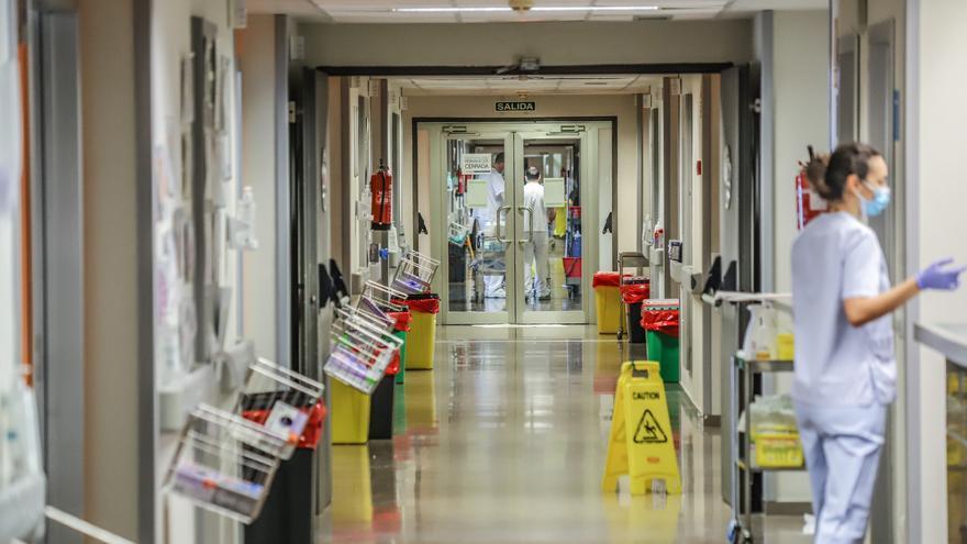 La presión asistencial de casos de covid crece en el Hospital de Torrevieja: 15 pacientes graves en UCI y 47 en hospitalización