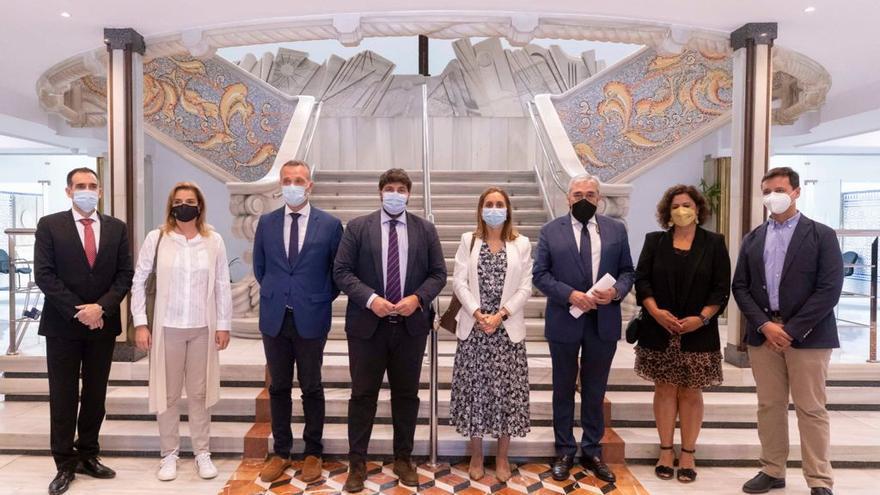 """La Asamblea Regional reconoce """"el papel del farmacéutico durante la pandemia"""""""