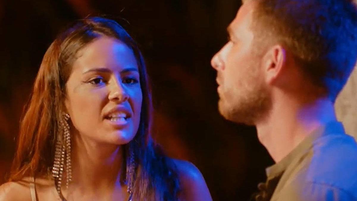 Melyssa y Tom en la hoguera de confrontación.