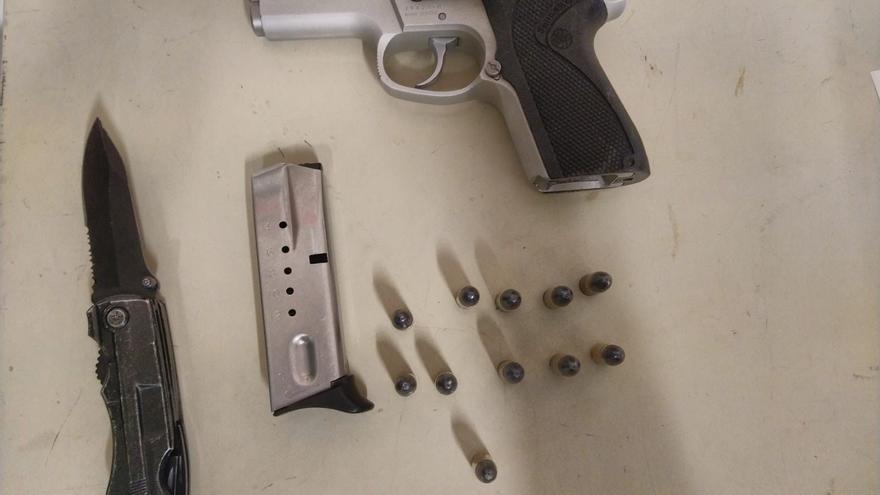 Condueixen temeràriament per la C-66 a Celrà, els detenen a Salt i els troben cinc quilos de cabdells de marihuana i una pistola al cotxe