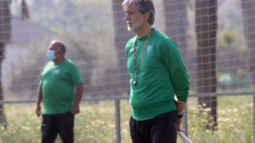Mañana de diálogo en la Ciudad Deportiva con el futuro de Alfaro en el Córdoba CF de fondo