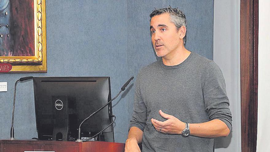 Carles Recasens: «Vacunando antes a sus directivos han intentado justificar lo injustificable»
