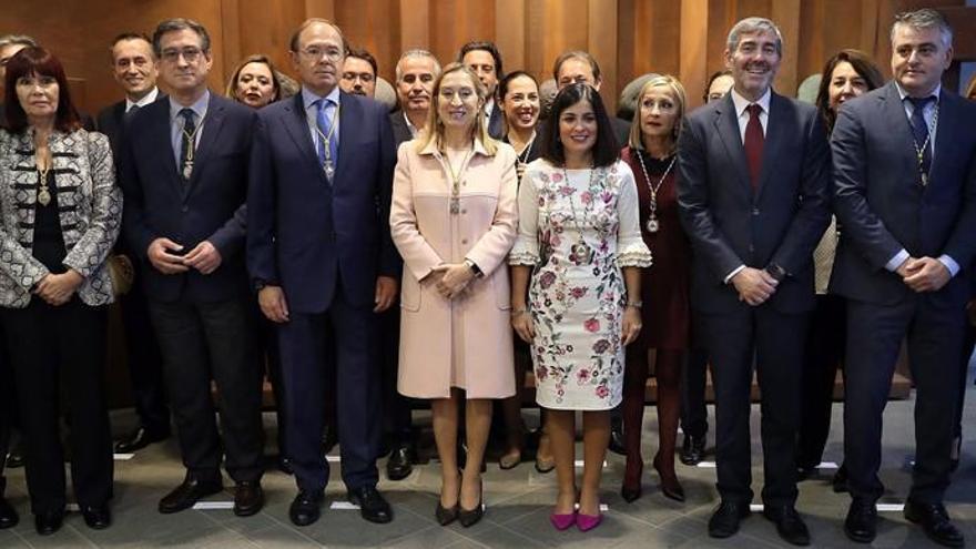 """Canarias defiende la Constitución frente al """"desafío"""" de los secesionistas"""