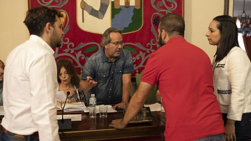 """Guarido acusa a Cruz Lucas de proponer una medida """"ilegal"""" para """"salir en la foto"""""""