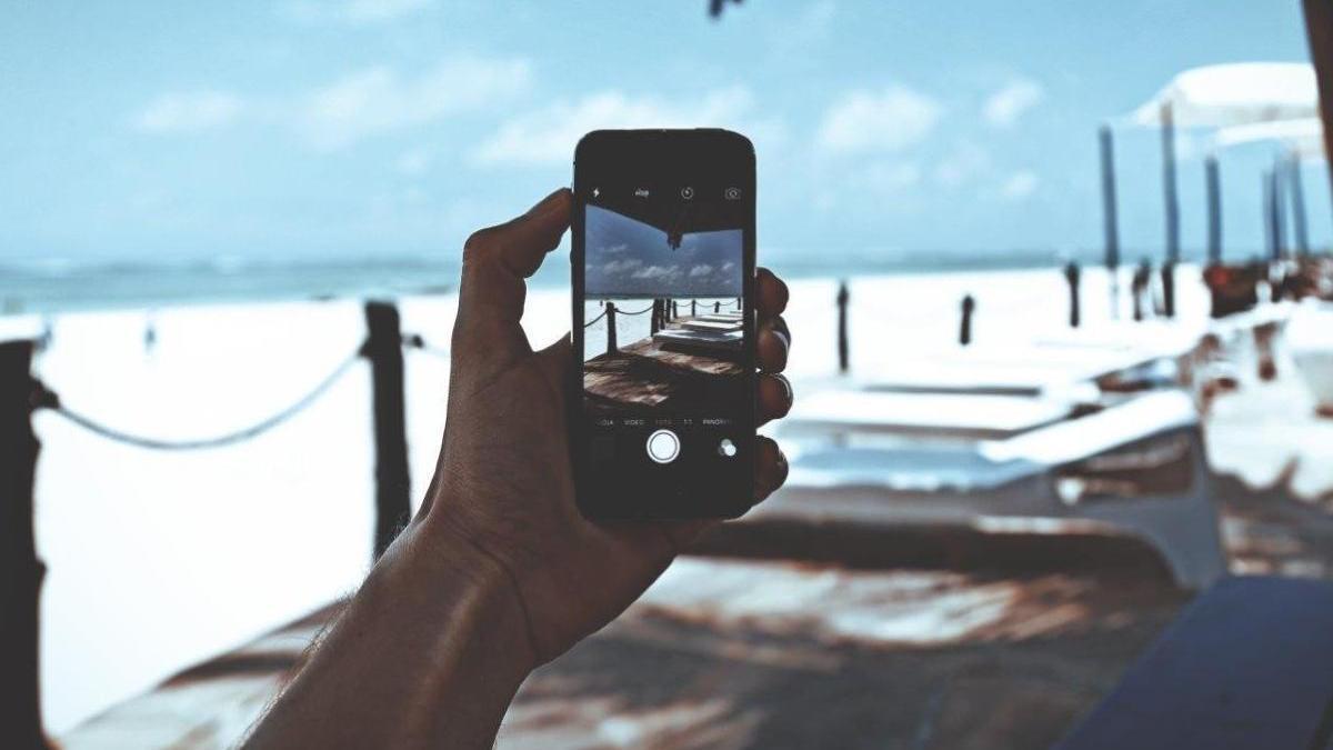 Cuida tu teléfono móvil en verano.
