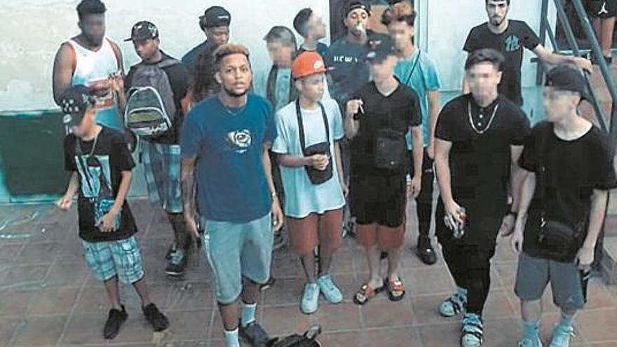 Los Dominican Don't Play I Una banda de símbolos descabezada en Zaragoza
