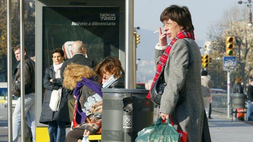Prohibido fumar en la parada del bus y escuchar música sin auriculares