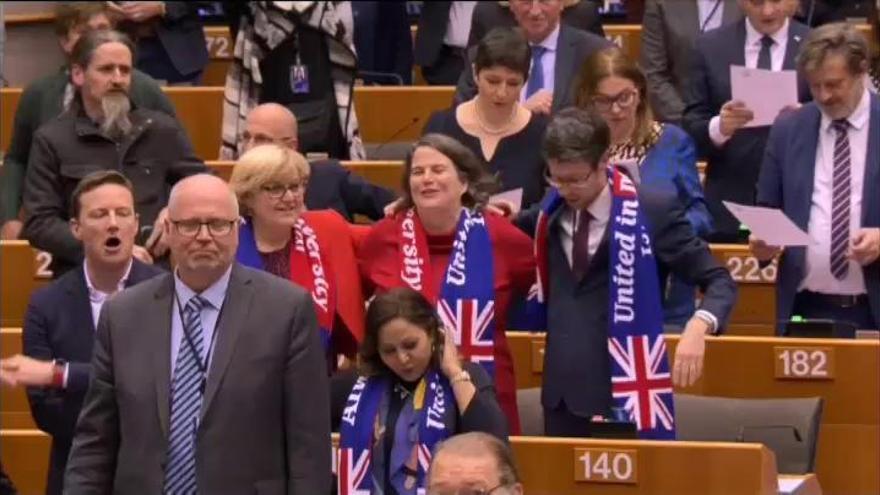 La Eurocámara ratifica el acuerdo del Brexit