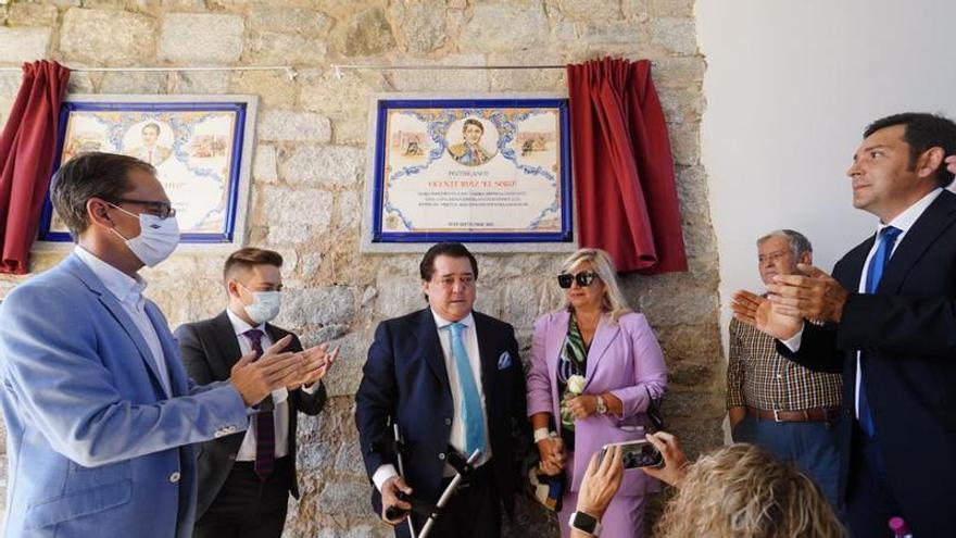 Dos azulejos recuerdan a El Soro y El Yiyo en la plaza de toros de Pozoblanco