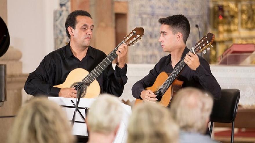 Twelve strings Enrique Muñoz