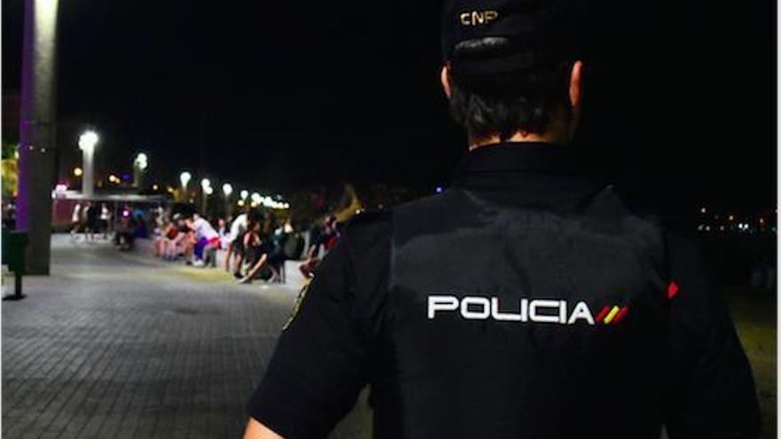 Zwei junge Männer greifen Passanten in Palma grundlos an