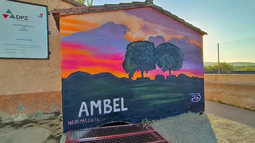Un proyecto de muralismo llena de color la comarca