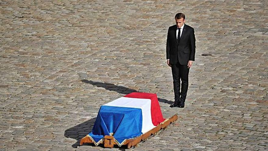 Medio centenar de mandatarios despiden a Chirac