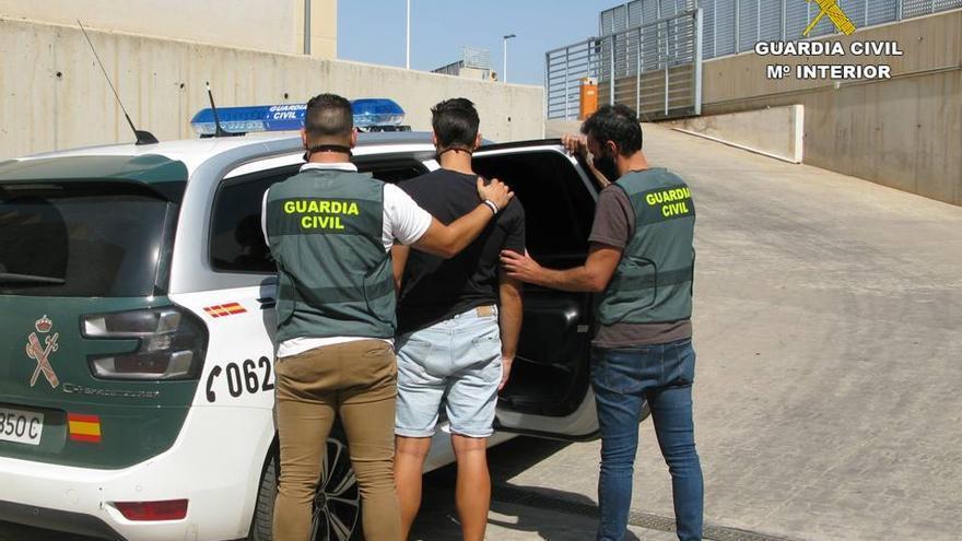 Detenido en Santa Pola por robar a sus compañeros de trabajo aprovechando que compartían vestuario