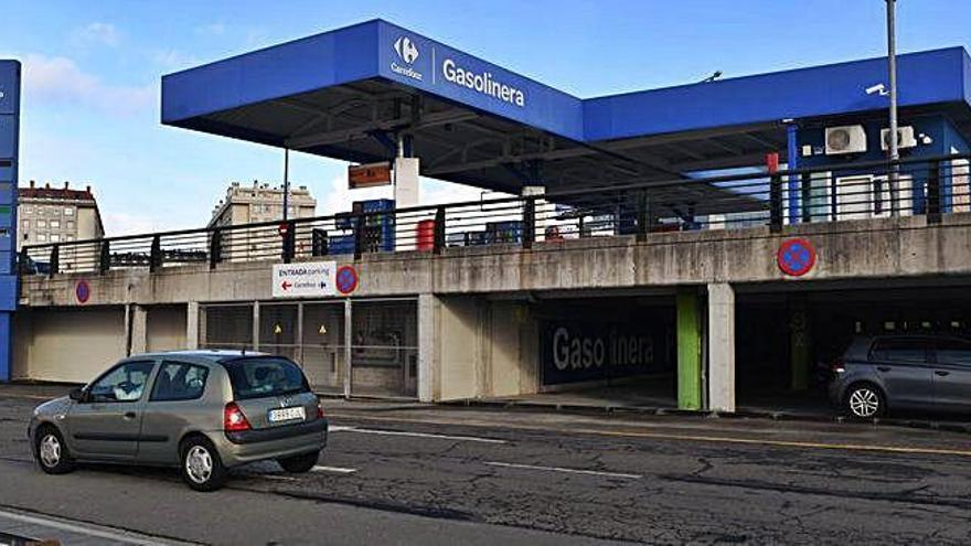El Concello dará tres meses a Carrefour para que derribe su gasolinera